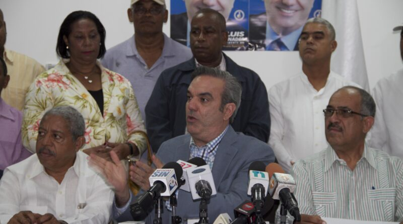 Presidente Abinader suspende de manera temporal a Leonardo Faña como director IAD