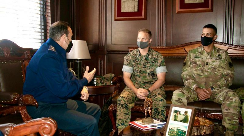 Agregado Militar de Defensa de Estados Unidos visita al Comandante General de la Fuerza Aérea de República Dominicana