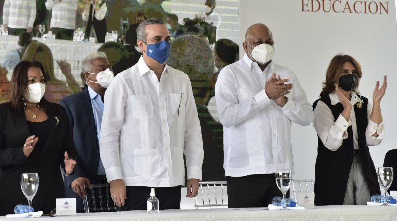 Presidente Abinader y Ministro Fulcar encabezan emotivo acto en Guerra