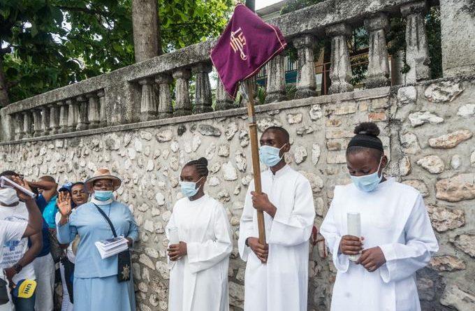 Secuestro de clérigos en Haití activa unidad de crisis en Francia Los religiosos -cinco sacerdotes y dos monjas- fueron raptados el domingo en Croix-des-Bouquets, al noreste de la capital haitiana