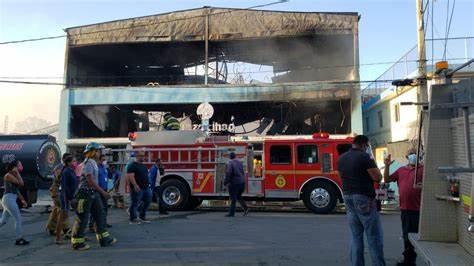 PN investiga origen de incendio que consumió Plaza Yihao en Mao; los daños son millonarios