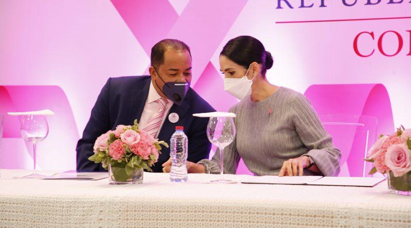 Primera dama de la República, Raquel Arbaje y el contralor Catalino Correa Hiciano encabezan jornada de salud femenina