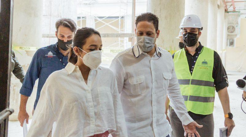 Ministro del MIVHED y Senadora del Distrito supervisan los avances del Hospital Padre Billini
